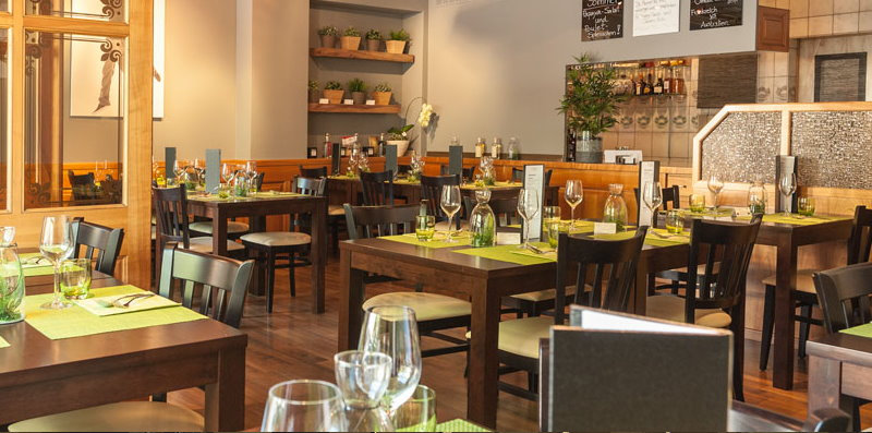 Currently in Vees Bistro - Company dinners, Christmas dinners, business dinners or group dinners with Thai food